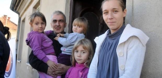 TİKA, Sırbistan'da Selden Zarar Gören 30 Ailenin Yüzünü Güldürdü  - 6