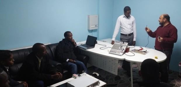 Mogadişhu Üniversitesi Radyosu Personeline Eğitim   - 2