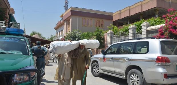 دعم 200 عائلة أفغانية بخيم الهجرة  - 3