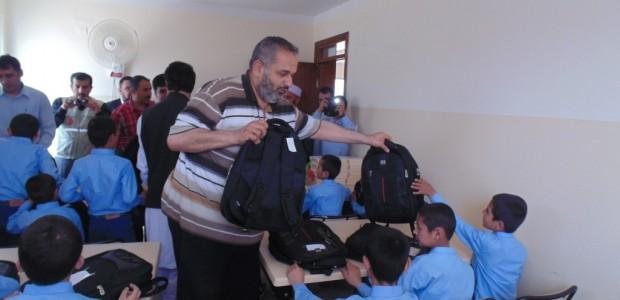 دعم ألف طفل يتيم بالمواد القرطاسية في أفغانستان - 1