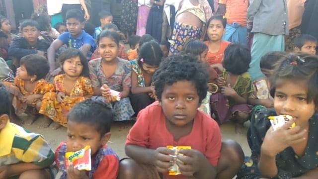 Myanmar'da Arakanlı Müslümanlara Yardım